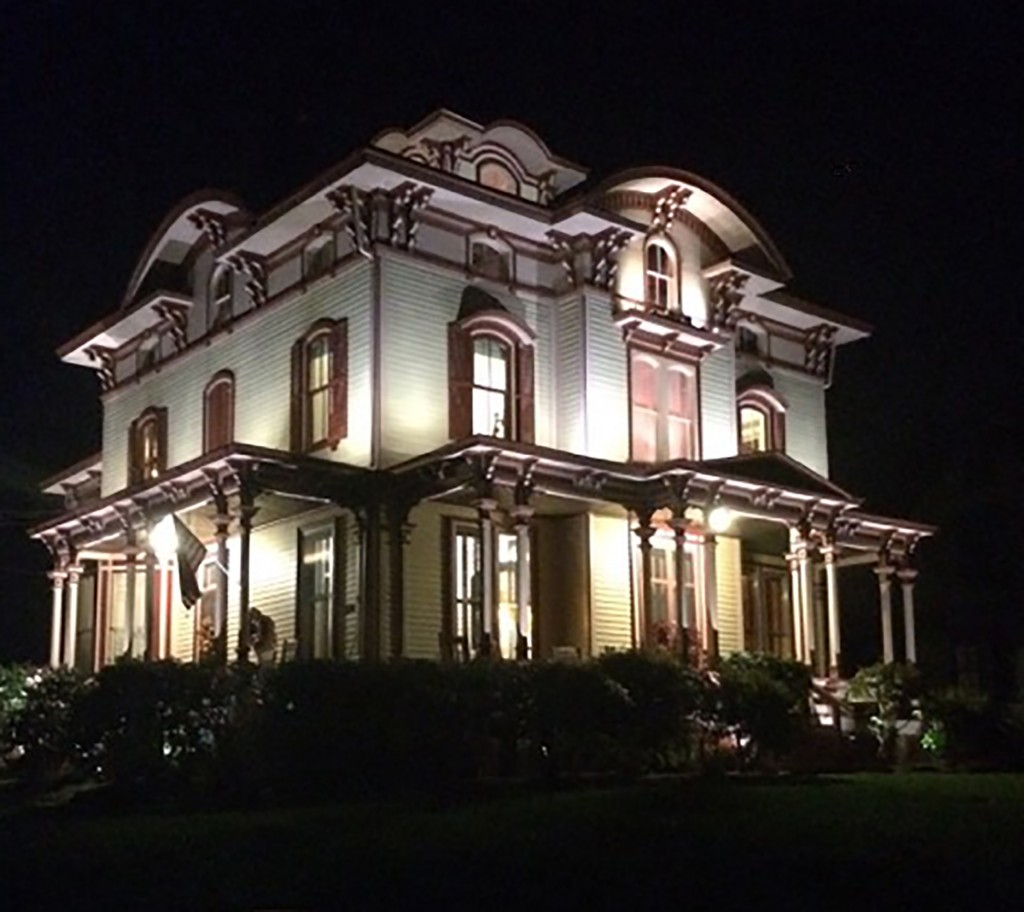 Beautiful Victorian Home Lighting In