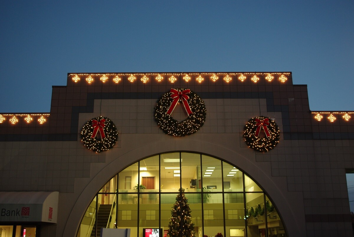 Commercial holiday outdoor lighting