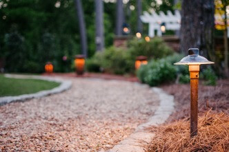 Pathway lighting fixture