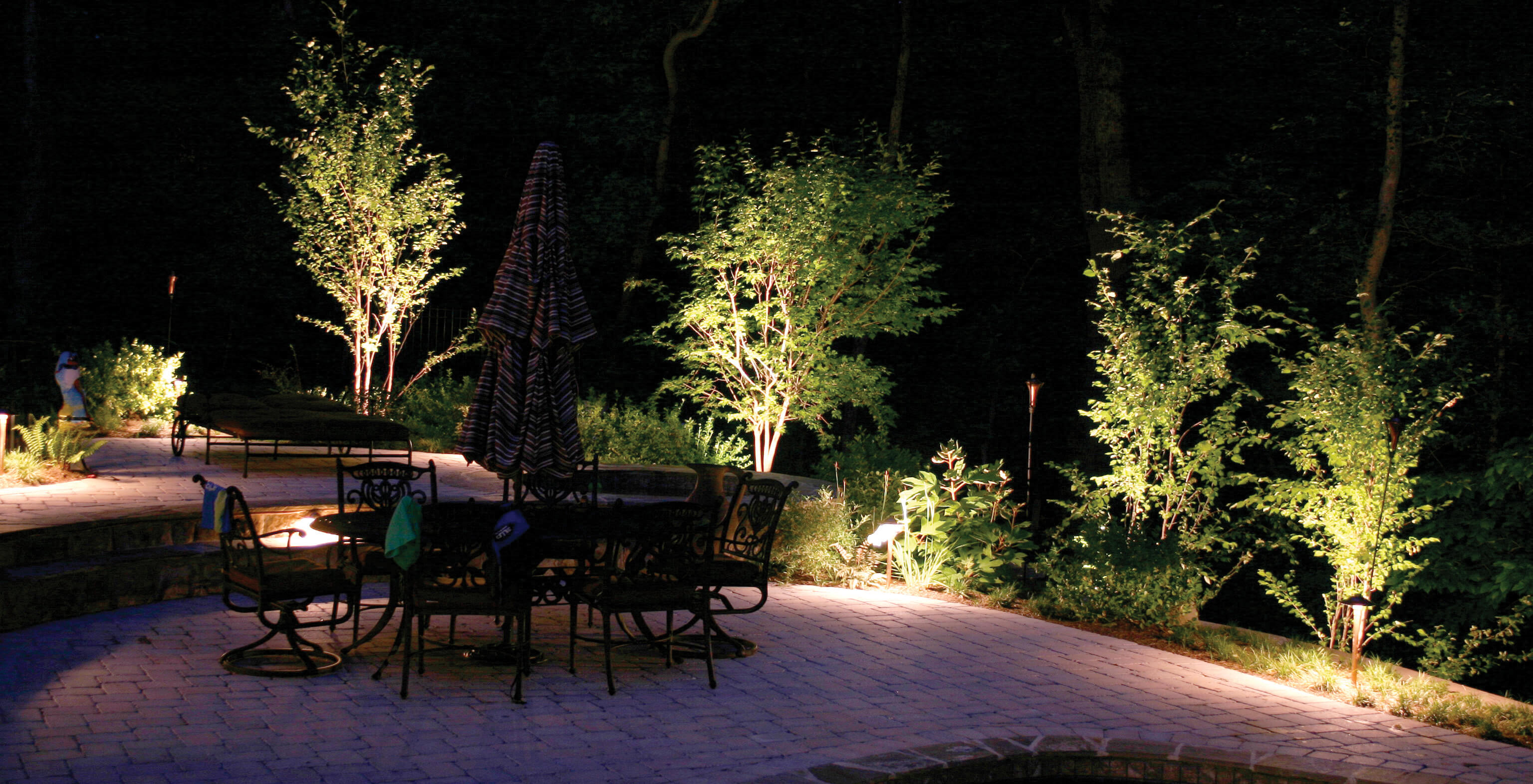 Outdoor seating area with lighting