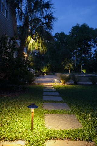 front yard lighting that can be used in saltwater climates