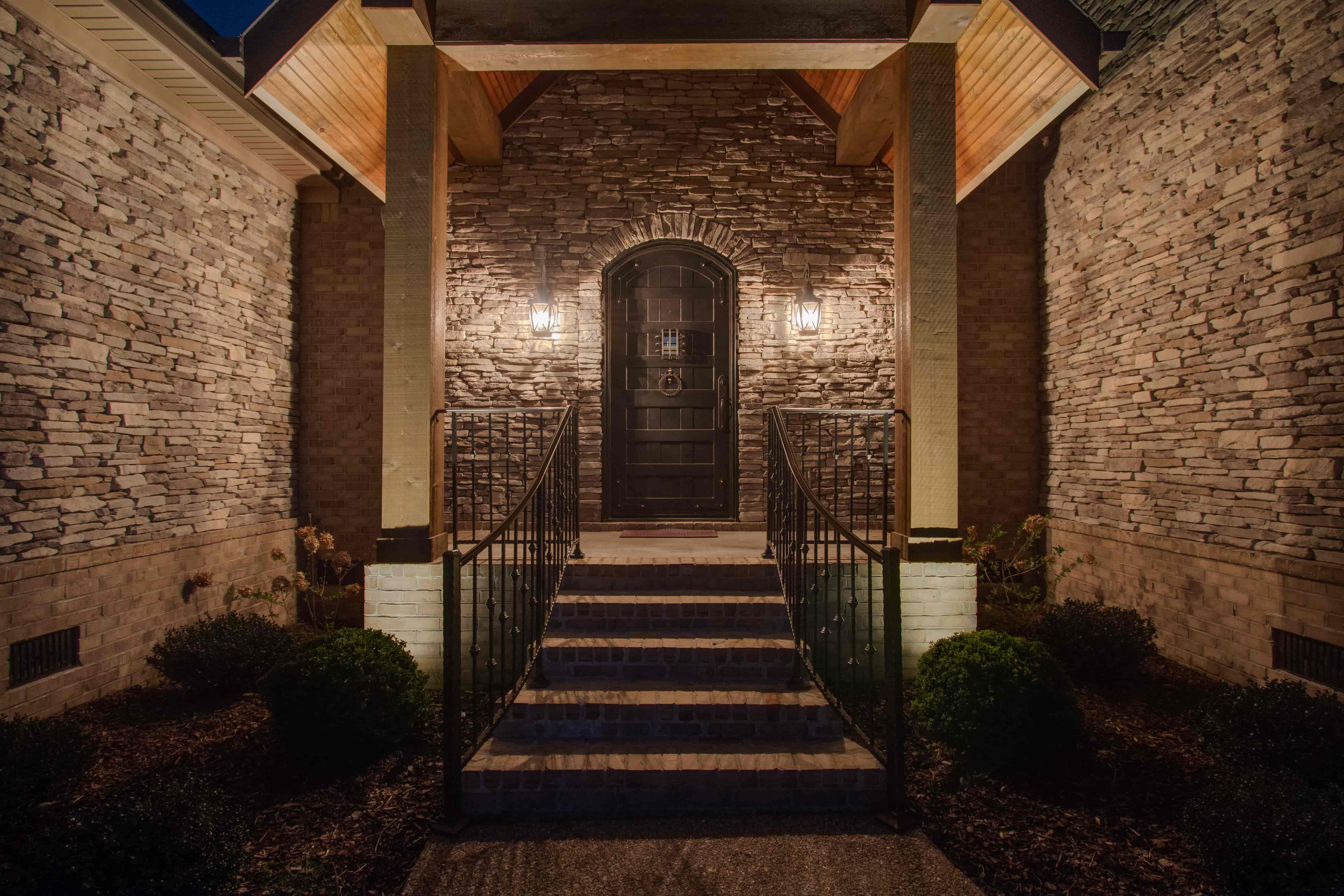 uplighting outdoor lighting on home