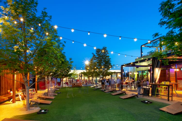 Minneapolis outdoor restaurant lighting
