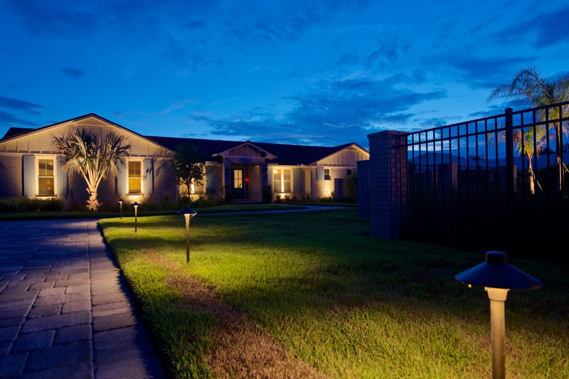 landscape and front yard architectural lighting of Jacksonville home